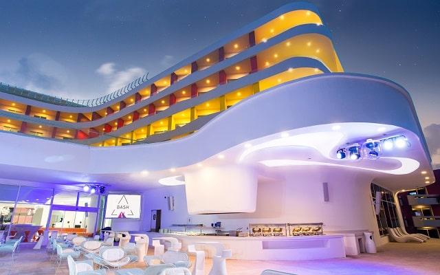 Hotel Temptation Cancún Resort, ambiente de fiesta