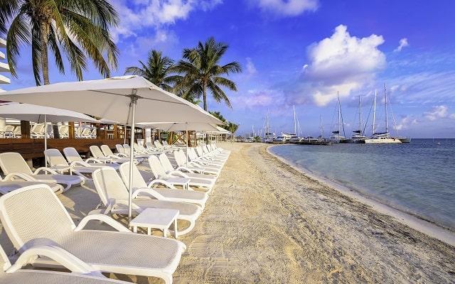 Hotel Temptation Cancún Resort, toma un descanso en su área de playa