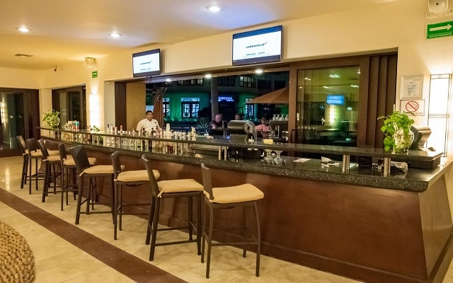 Hotel Tesoro Los Cabos - All Inclusive Opcional, relájate en el bar