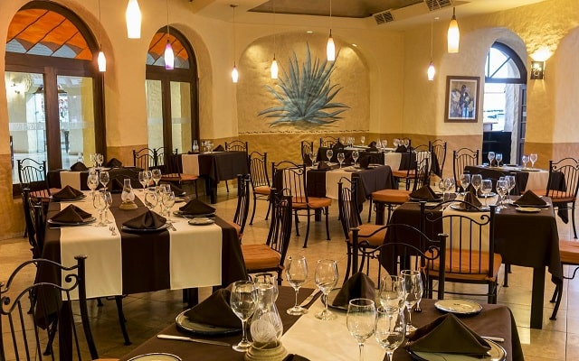 Hotel Tesoro Los Cabos - All Inclusive Opcional, escenario ideal para tus alimentos