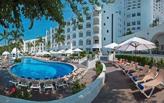 Hotel Tesoro Manzanillo, descansa en el área de albeca del hotel