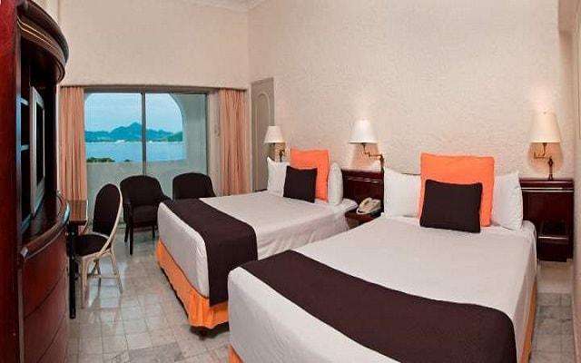 Hotel Tesoro Manzanillo, habitación vista al mar con balcón