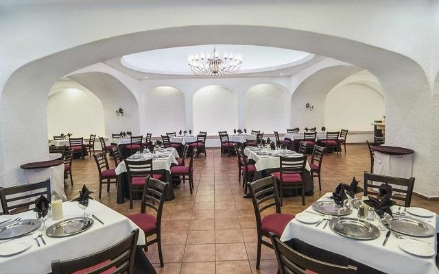 Hotel Tesoro Manzanillo, Restaurante Adobe