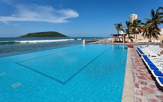 Hotel The Palms Resort Mazatlan, disfruta de su alberca al aire libre
