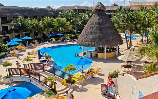 Hotel The Reef Coco Beach, disfruta de su alberca al aire libre