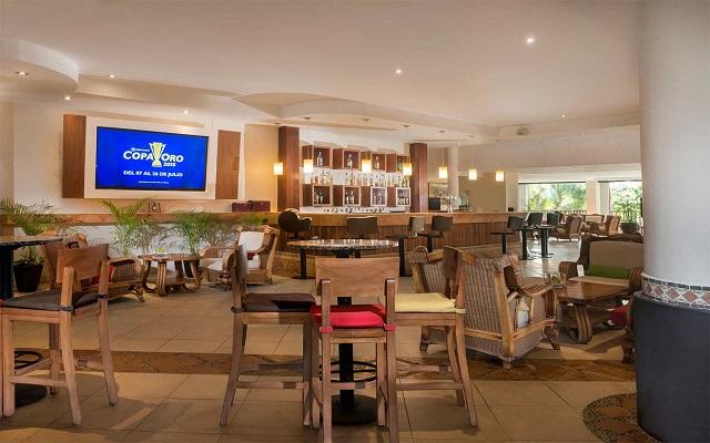 Hotel The Reef Coco Beach, disfruta una copa en el bar