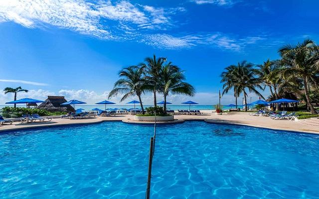 Hotel The Reef Playacar, disfruta de su alberca al aire libre