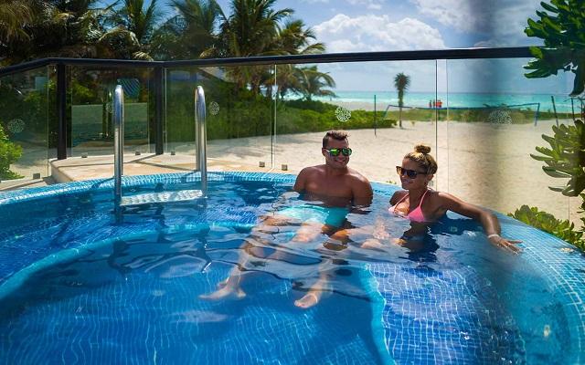 Hotel The Reef Playacar, momentos únicos en el jacuzzi