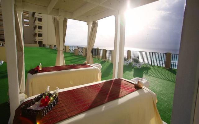 Hotel The Royal Caribbean An All Suites Resort, permite que te consientan con un masaje