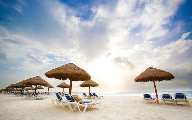 Hotel The Royal Caribbean An All Suites Resort, disfruta la playa