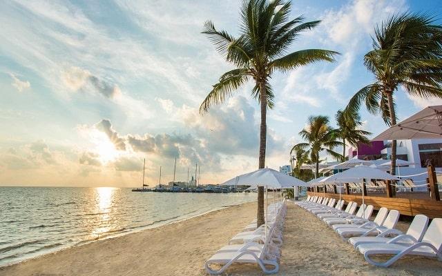 Hotel The Tower by Temptation Cancun, relájate en la playa