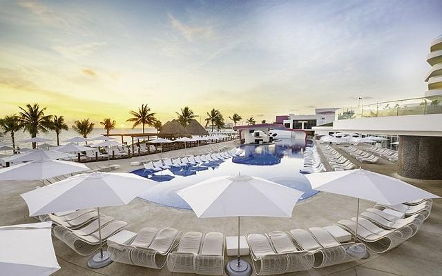 Hotel The Tower by Temptation Cancun, disfruta su alberca