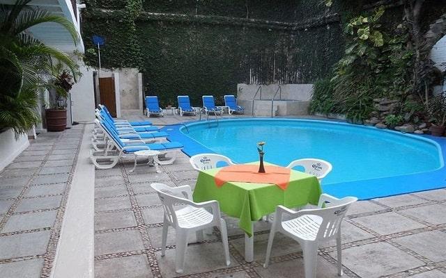 Hotel Torre de Oro Vallarta, disfruta de su alberca al aire libre