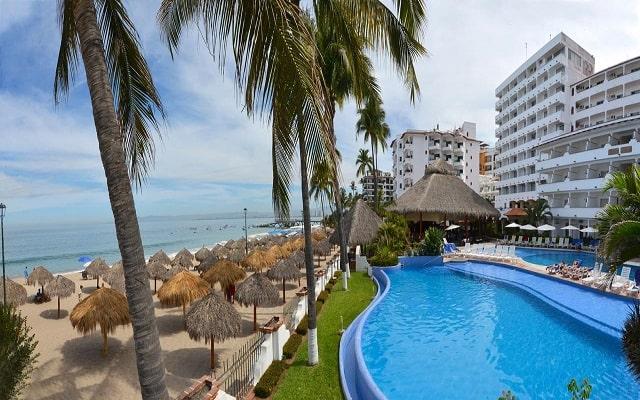 Hotel Tropicana Puerto Vallarta, disfruta de su alberca al aire libre