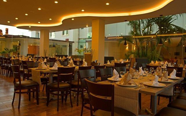 Hotel Tulijá Express cuenta con un restaurante de comida regional