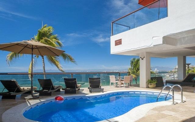 Hotel Vallarta Shores, disfruta de su alberca al aire libre