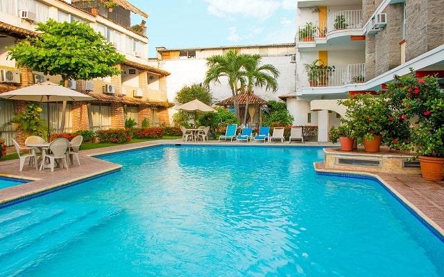 Hotel Vallartasol, disfruta de su alberca al aire libre