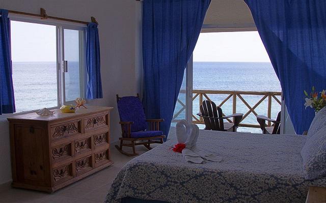 Te ofrece habitaciones con vista al mar