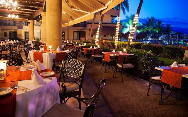 Hotel Villa del Mar Puerto Vallarta by Villa Group, deléitate con una cena en ambientes increíbles