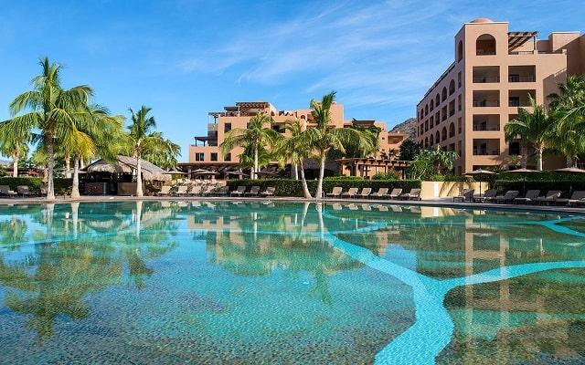 Hotel Villa del Palmar en las Islas Loreto, disfruta de su alberca al aire libre