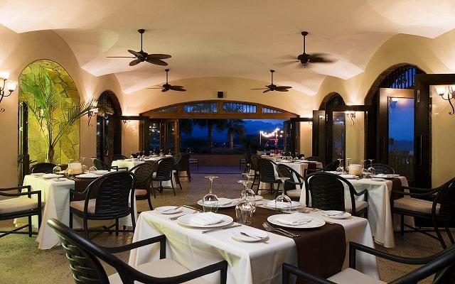 Hotel Villa del Palmar en las Islas Loreto, variada gastronomía