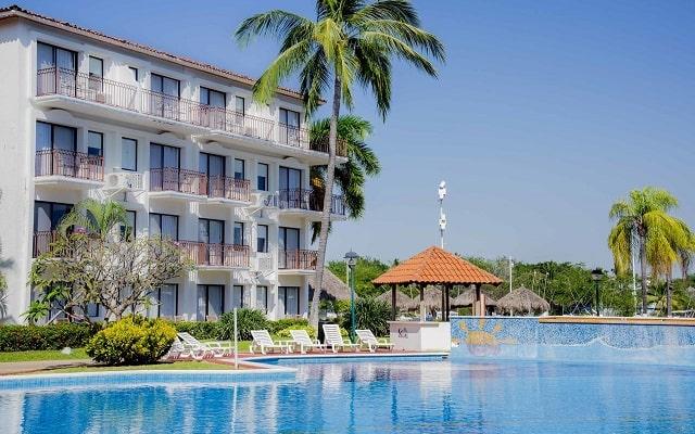 Hotel Villa Vera Puerto Vallarta, disfruta de su alberca al aire libre
