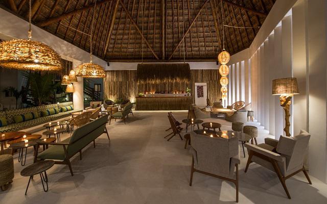 Hotel Villas HM Palapas del Mar ofrece dos bares