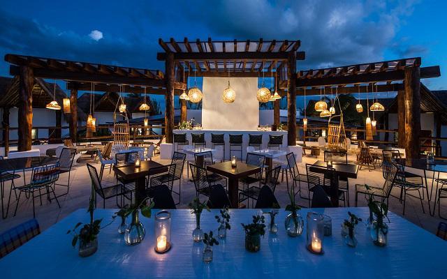 Hotel Villas HM Palapas del Mar, en la noche la atmósfera se torna romántica