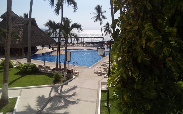 Hotel Vista Vallarta All Suites On the Beach, disfruta de su alberca al aire libre
