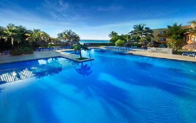 Hotel Viva Wyndham Azteca, disfruta de su alberca al aire libre