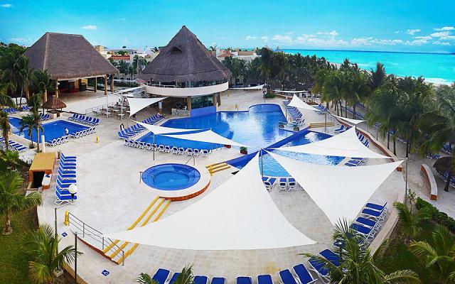 Hotel Viva Wyndham Maya, disfruta de su alberca al aire libre