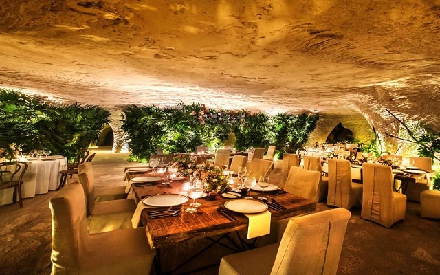 Hotel Xcaret México, Restaurante Las Cuevas