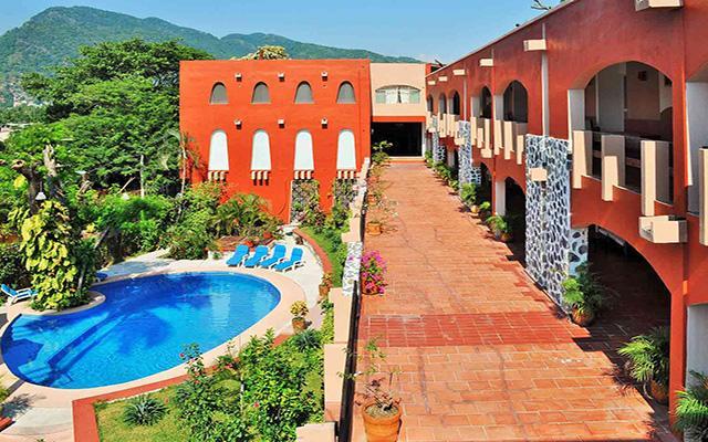 Hotel ZihuaCaracol, disfruta de su alberca al aire libre