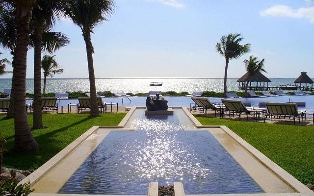 Hotel Zoetry Paraíso de la Bonita Riviera Maya, disfruta de su alberca al aire libre