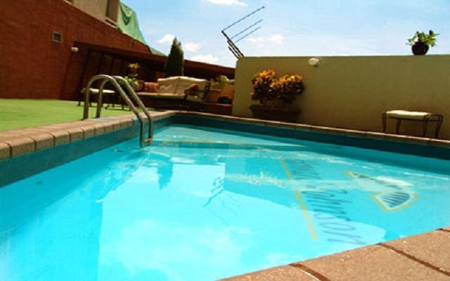 Howard Johnson Plaza Hotel Las Torres, disfruta de su alberca al aire libre