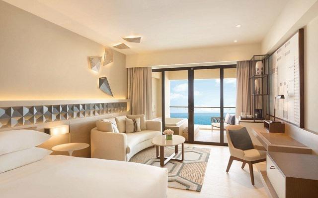 Hotel Hyatt Ziva Cancún, algunas habitaciones disponen de jacuzzi en el balcón
