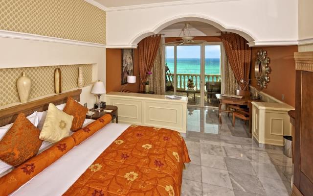 Suites están equipadas con aire acondicionado, jacuzzi, área de descanso