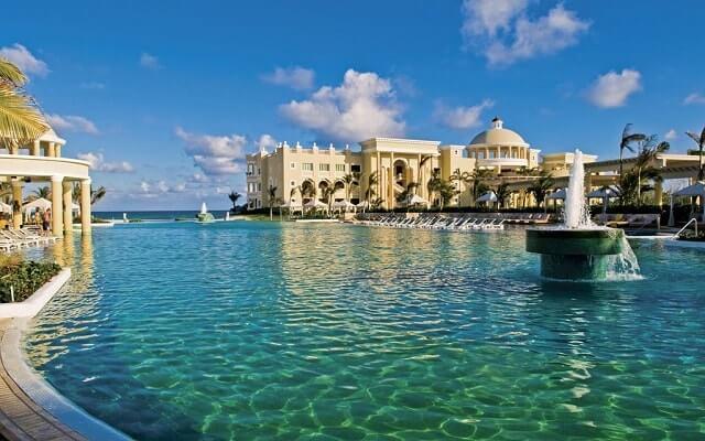 Iberostar Grand Hotel Paraíso, disfruta de su alberca al aire libre