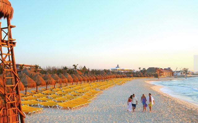 Ubicado en una hermosa playa entre Cancún y Playa del Carmen