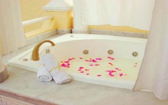 Relájate en la bañera de hidromasaje