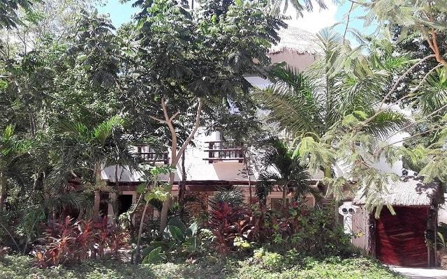 Jungle Secrets Riviera Maya Hotel Suites Boutique, rodeado de vegetación