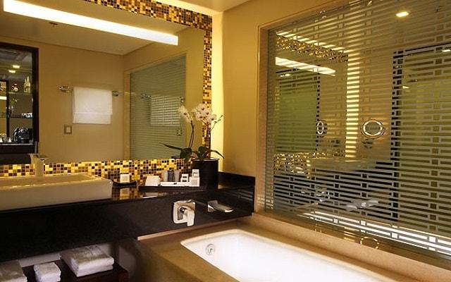 JW Marriott Hotel México City Santa Fe, habitaciones con baños de mármol