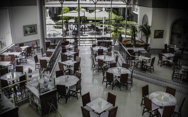 Su restaurante La Terraza te ofrece un menú de comida mexicana