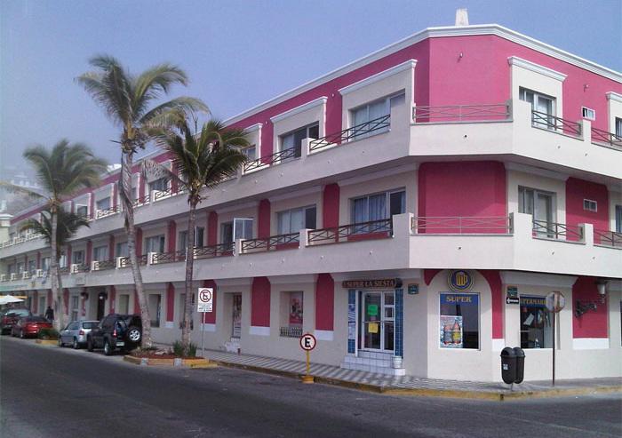 Fachada del hotel La Siesta