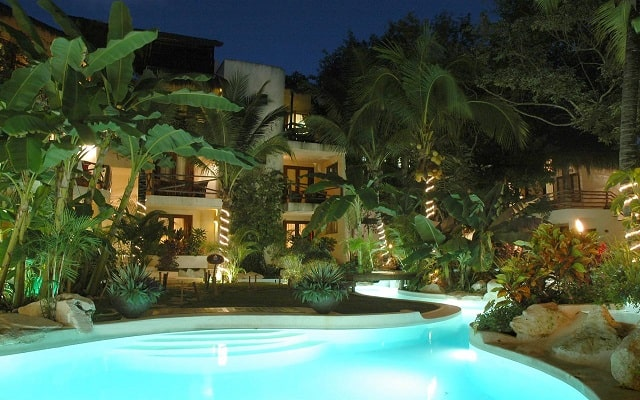 La Tortuga Hotel & Spa, disfruta de su alberca al aire libre