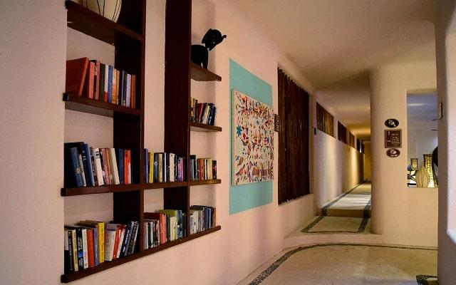 La Tortuga Hotel & Spa, consulta la pequeña biblioteca