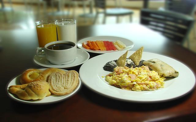 Cuenta con desayuno americano buffet incluido