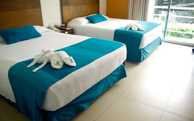 Te ofrece habitaciones con una ambientación moderna y confortable
