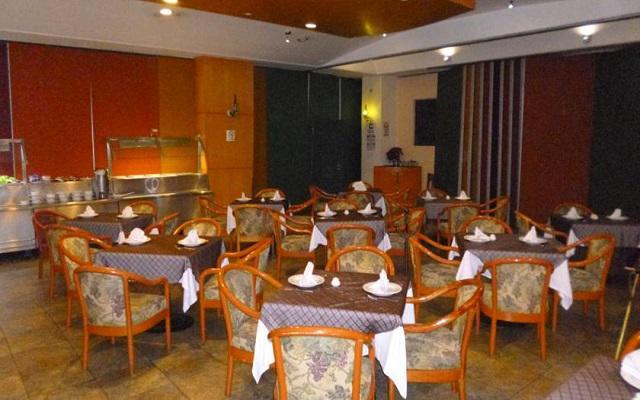 El restaurante Café Madrid te ofrece un menú de comida internacional