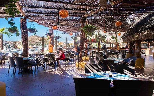 El Restaurante La Palapa ofrece desayuno americano tipo buffet